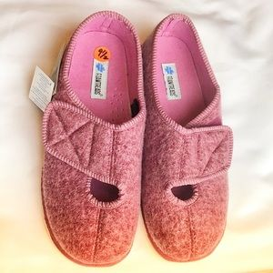 FOAMTREADS house shoes. Dusty Rose color